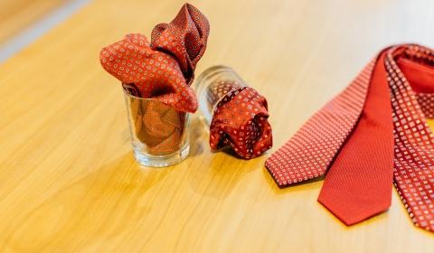 Einstecktücher und Krawatten in höchster Qualität
